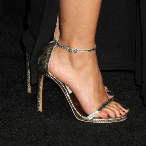 Emmanuelle-Chriqui-Feet-443cfc35f5df2cd9f7.jpg
