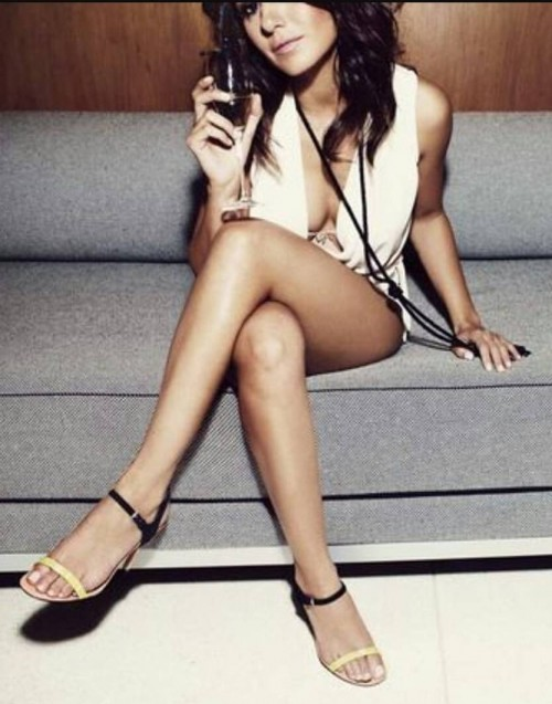 Emmanuelle-Chriqui-Feet-50325c82f7a86b61d0.jpg