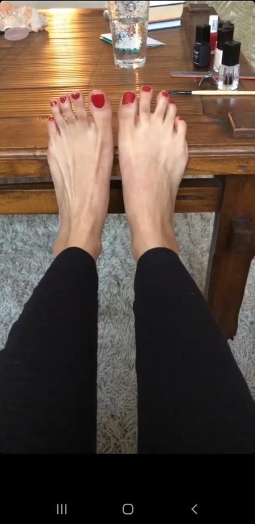 Emmanuelle-Chriqui-Feet-53358351e7d670afab.jpg