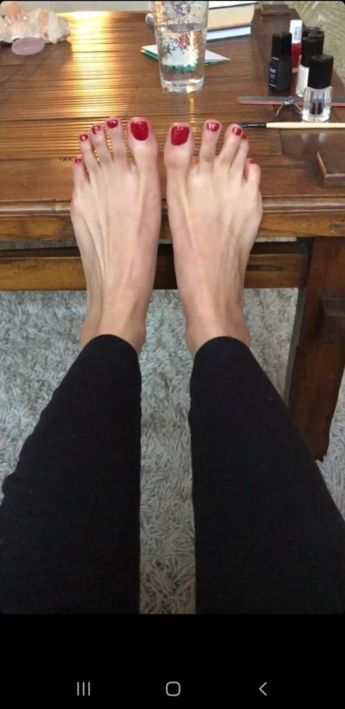 Emmanuelle-Chriqui-Feet-540b1b476ad617147d.jpg
