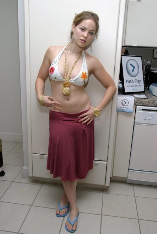 Erika-Christensen-Feet-3ad684727973cd47f.jpg