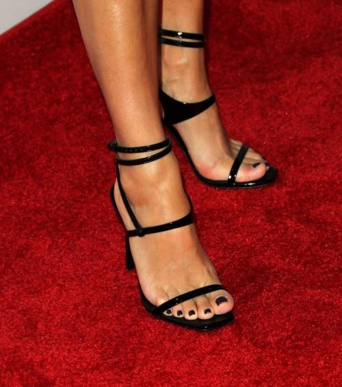 Eva-Longoria-Feet-2748ad9732ad89ccbc.jpg