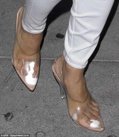 Eva-Longoria-Feet-34553ac665e226ab39.jpg