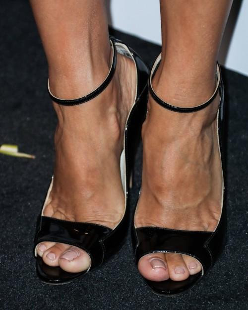 Eva-Longoria-Feet-42552f6fb21dca64f0.jpg