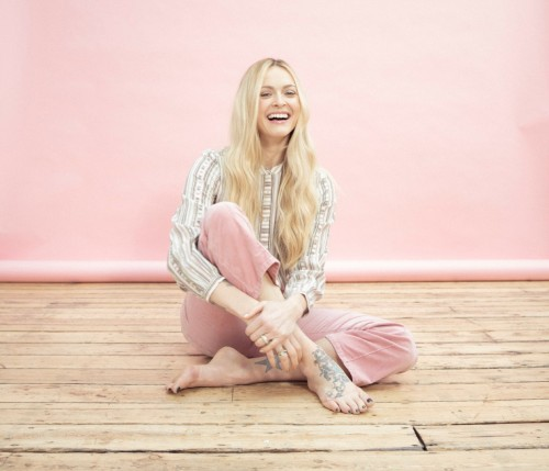 Fearne-Cotton-Feet-2092121e52476cfcd9.jpg