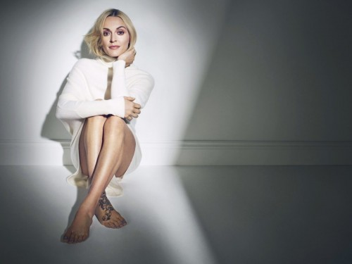 Fearne-Cotton-Feet-7cd485b88ea30ef1f.jpg