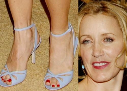 Felicity-Huffman-Feet-197e5ec0274d06626.jpg