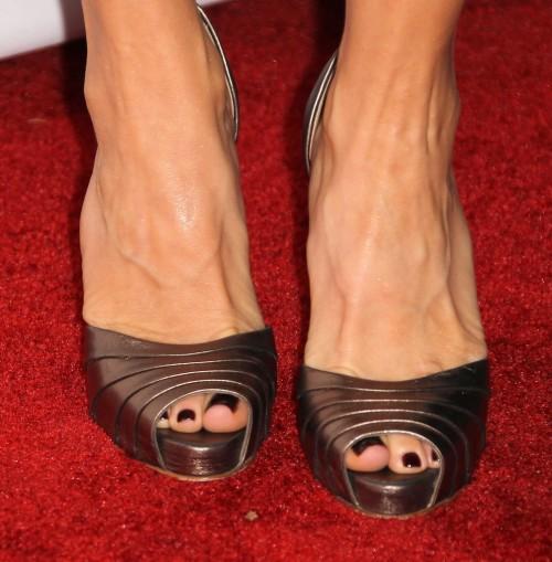 Felicity-Huffman-Feet-8a44122ed29762049.jpg