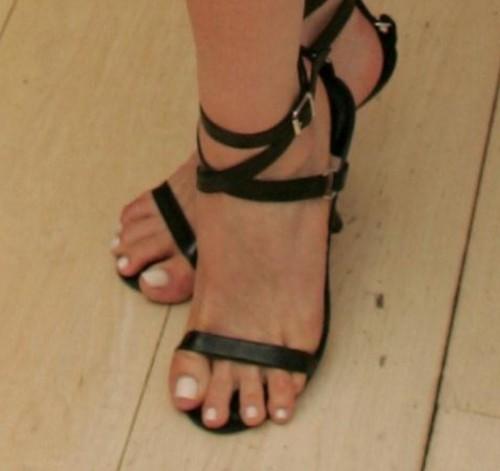 Fran-Drescher-Feet-116f3170a787839a36.jpg