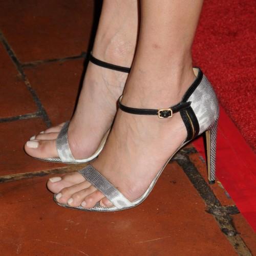 Freida-Pintos-Feet-5310a2eb02413ab9b3.jpg