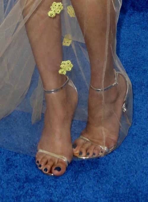Freida-Pintos-Feet-59284ccf7d2041738c.jpg