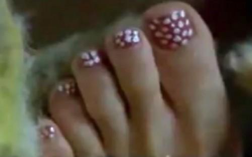 Geena-Davis-Feet-13235c3cd20561765d.jpg