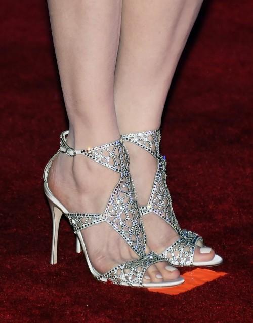 Geena-Davis-Feet-218863a86e7f4ed236.jpg