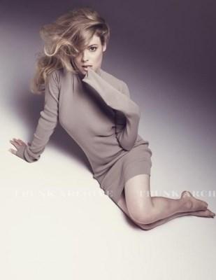 Gillian-Jacobss-Feet-61bd1e2f2b2c87665a.jpg