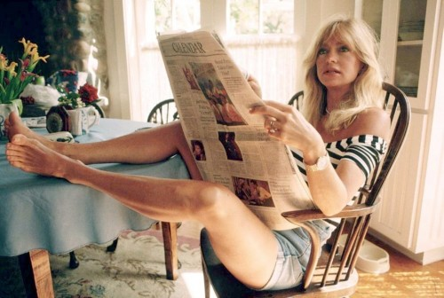 Goldie-Hawn-Feet-1193a82273a7598928.jpg