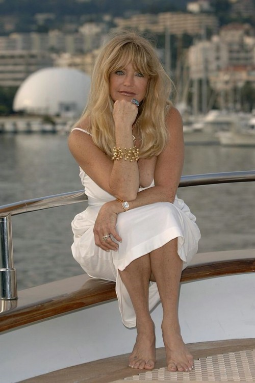 Goldie-Hawn-Feet-19aff1a64c6a7cbbb.jpg
