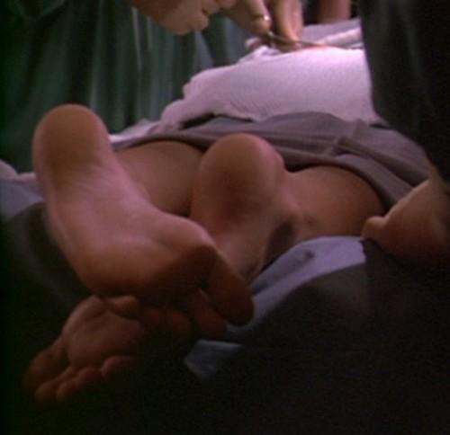 Goldie-Hawn-Feet-5c4ac4236f4a5f3ab.jpg