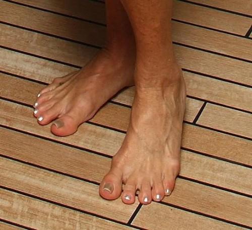Goldie-Hawn-Feet-8ca7d7bd814d42dd1.jpg
