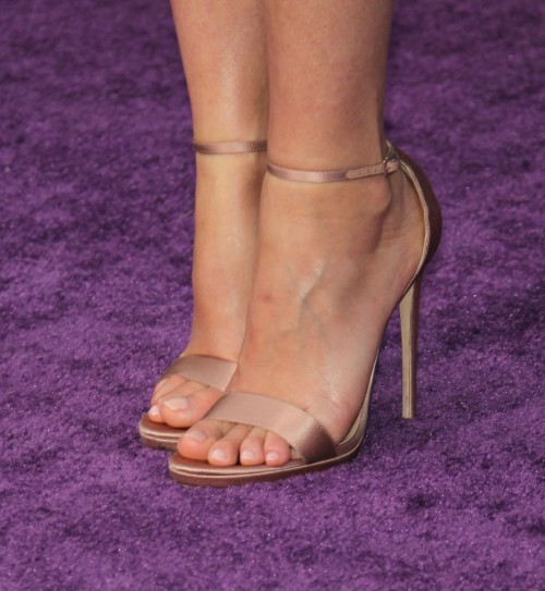 Gwyneth-Paltrow-Feet-11b523b7ec35a3d10d.jpg