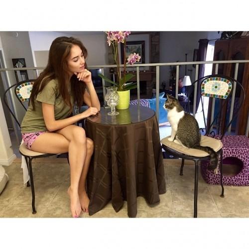 Haley-Pulloss-Feet-38104e744d4e8af0a6.jpg