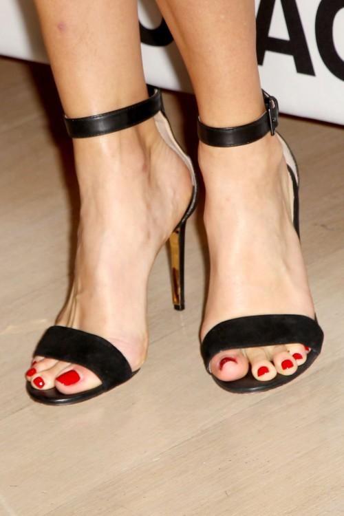 Hilary-Swank-Feet-20cf3cda9e4f4850f.jpg