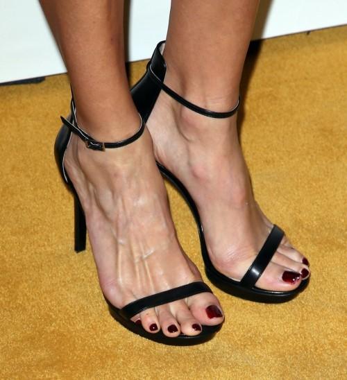 Hilary-Swank-Feet-3b7eb0cba6db9df98.jpg