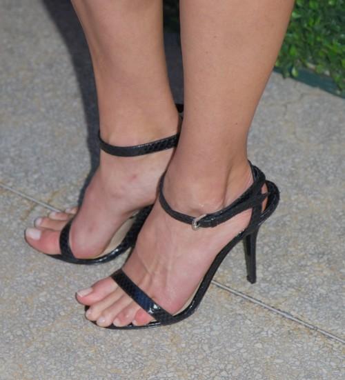 Hilary-Swank-Feet-4a43e5c43421e9a07.jpg