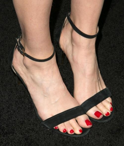 Hilary-Swank-Feet-51bf8c649c37feb46.jpg