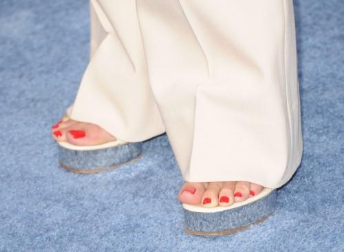 Hilary-Swank-Feet-87d5a637f3d938f98.jpg