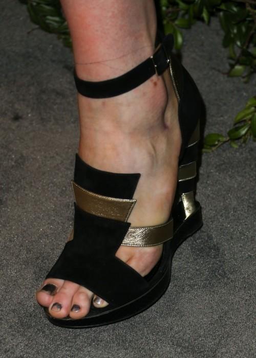 Ireland-Baldwin-Feet-107318979e81f70d94.jpg