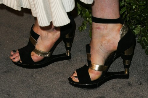 Ireland-Baldwin-Feet-11366c6d884ca8efa8.jpg