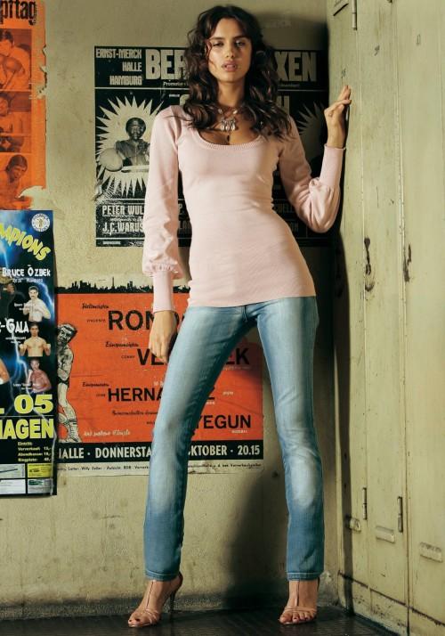 Irina-Shayks-Feet-41eb87382b8f9a8c8b.jpg