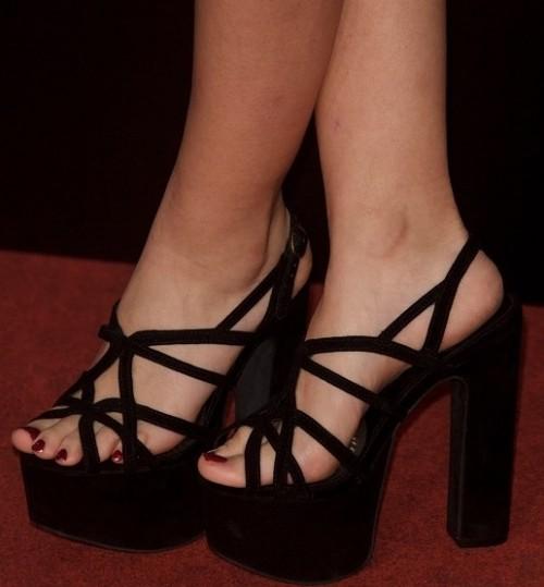 Ivana-Baqueros-Feet-89016fdd68615ce14.jpg