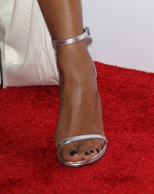 Jada-Pinkett-Feet-41c3160c8bc502ef4.jpg
