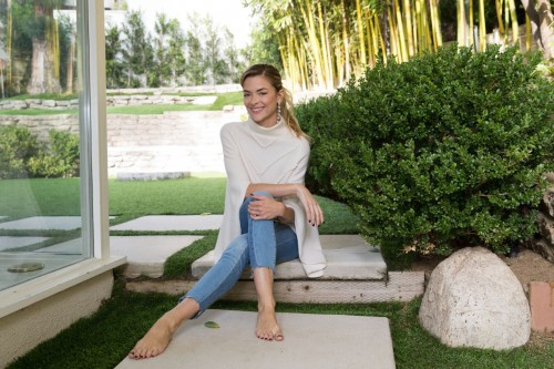 Jaime-King-Feet-10500ee3a6b4f1df21.jpg