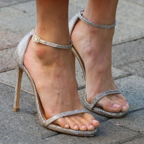 Jamie-Chung-Feet-12c93b4f47c473a73a.jpg