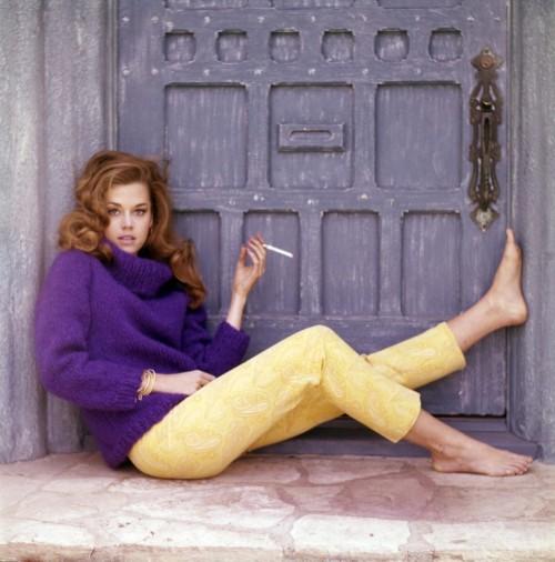 Jane-Fonda-Feet-580105edd452eb587.jpg