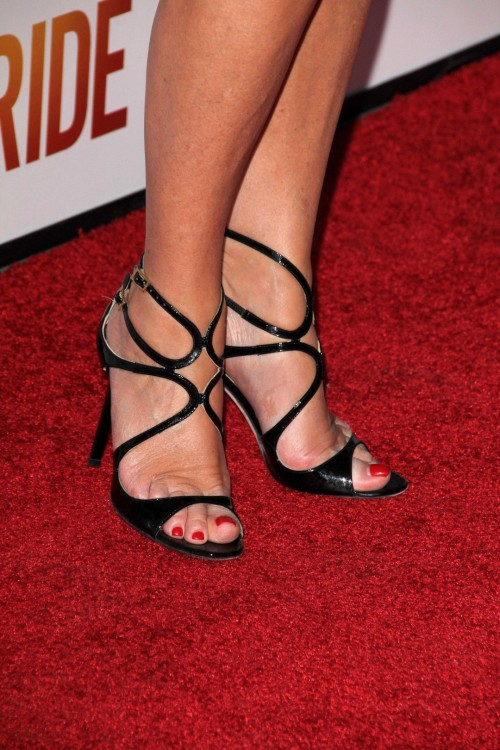 Jane-Seymour-Feet-221192e17902071a7.jpg
