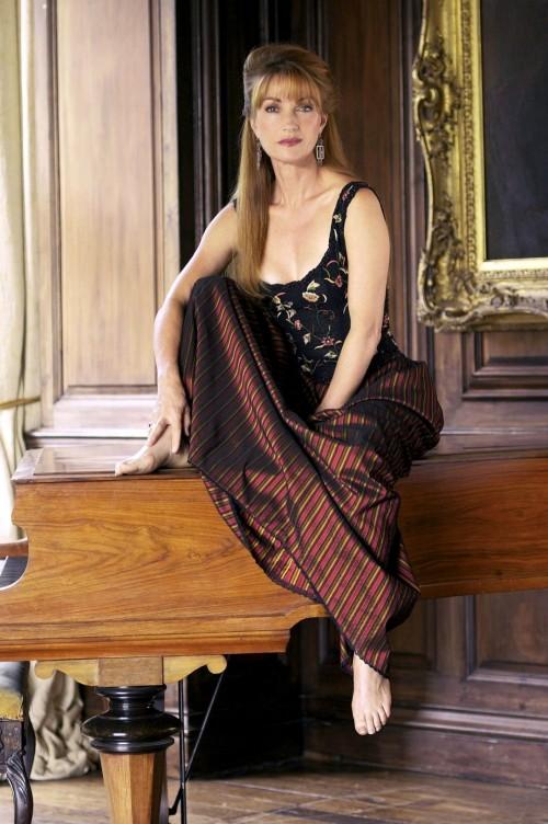 Jane-Seymour-Feet-4230dfae514ee1061.jpg