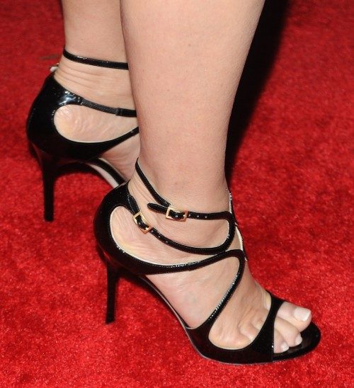 Jane-Seymour-Feet-6c61be1718ad9efc8.jpg
