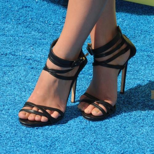 Janel-Parrish-Feet-24ac38a366e1c63f6.jpg