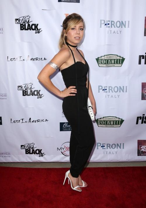Jennette-McCurdy-Feet-2290332cd6a115d68deefd4.jpg