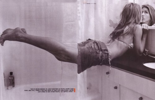 Jennifer-Anistons-Feet-350889e852739b1861.jpg