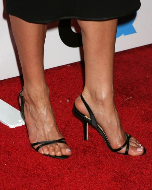Jennifer-Anistons-Feet-38bc6e34b751f7e38d.jpg