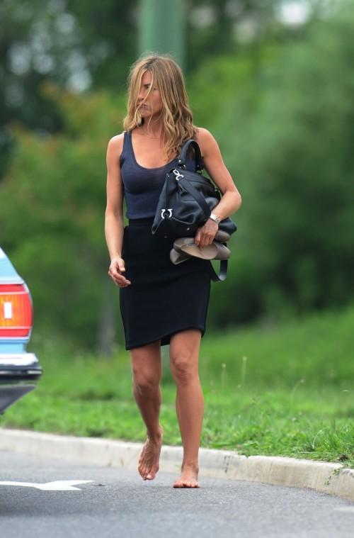 Jennifer-Anistons-Feet-45e1bbae2120e8596a.jpg