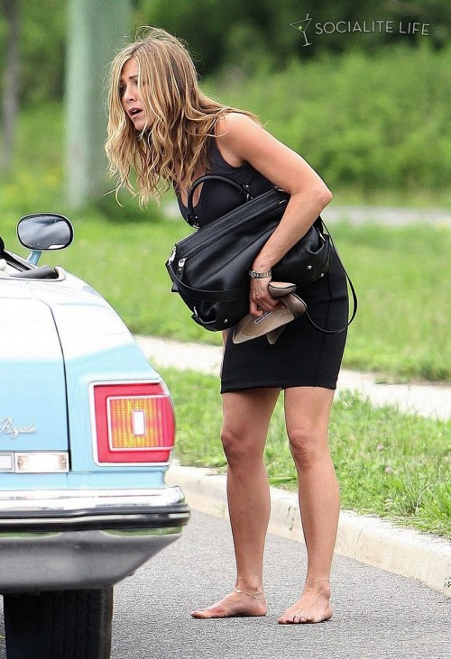 Jennifer-Anistons-Feet-48dab192295173294a.jpg