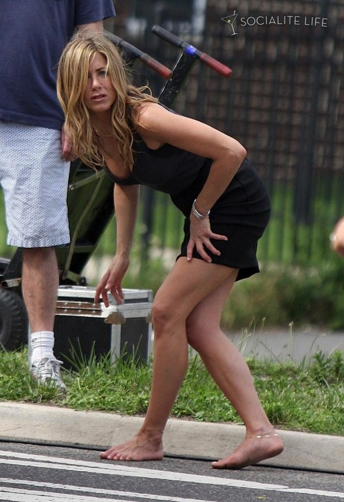 Jennifer-Anistons-Feet-498a6babfaa985bfde.jpg