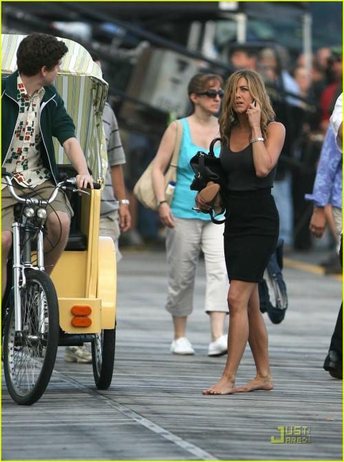 Jennifer-Anistons-Feet-50a7220e913212b98f.jpg