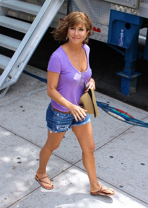 Jennifer-Anistons-Feet-529fb85454abc1d41b.jpg