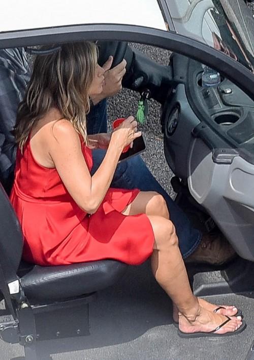Jennifer-Anistons-Feet-563ff9cbead0d1578a.jpg